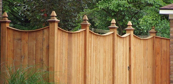 What are the best woods for fencing?