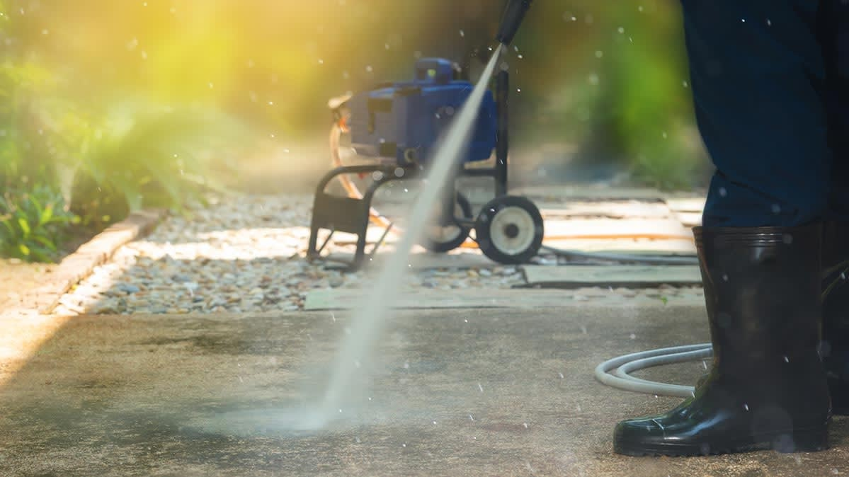Why It's Wise To Hire A Pressure Washing Service Instead Of Renting One