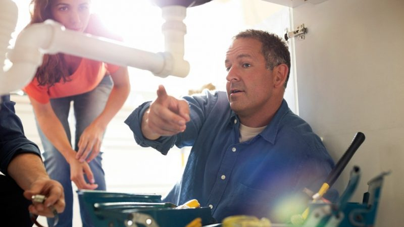 5 Traits to Look for When Hiring a Plumber